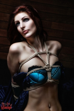 Tied in Lingerie - Bondage Fotoshooting