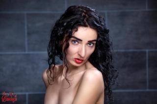 Portrait Scarlet