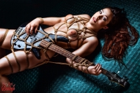 6286 - Bass Guitar, Tied Up Girl